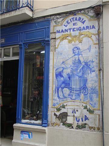 Painel de antiga leitaria e manteigaria na Baixa de Lisboa.