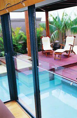 Cerramientos de cristal Aneeta: Puertas y ventanas de estilo moderno por Ayuso Euro Systems https://www.homify.com.mx/libros_de_ideas/3094687/25-disenos-de-puertas-y-ventanas-para-que-tu-casa-se-vea-moderna