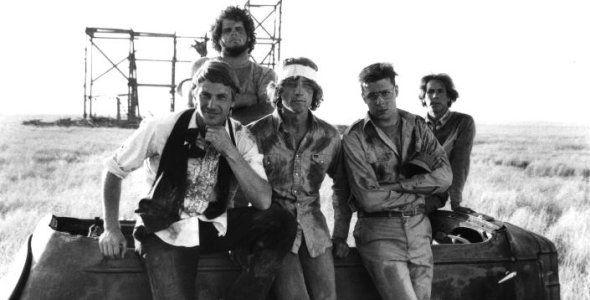 Fandango de 1985 do diretor Kevin Reynolds é um clássico. Kevin Costner, Chuck Bush, Judd Nelson e Sam Robards