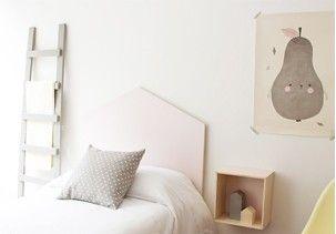 Escalera decorativa de madera que puedes utilizarla como perchero o revistero.