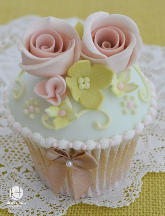 Pretty Pale Pastel Colored Cupcake: Flowers Cupcakes, Cakes Pop, Colors Cupcakes, Vintage Cupcakes, Cakes Decor, Bows, Beautiful Cakes, Cups Cakes, Pastel Cupcakes
