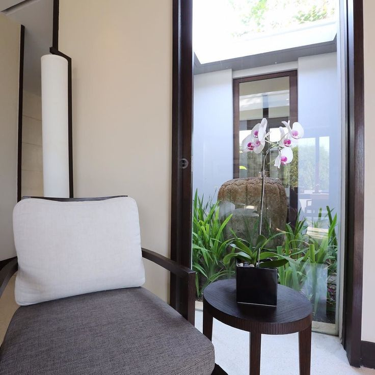 The relaxing vibe continues with a central atrium. Mountain Pool Villa 304 @alilavillassoori #alilavillassoorivilla304 #roomcritic #alilatime #alilavillassoori #luxurylife #luxuryhotel #luxuryvilla