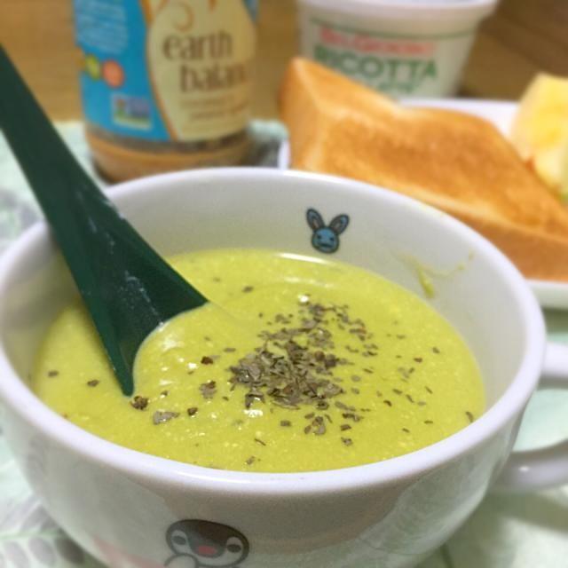 極寒の朝…スープでホッコリあたたまらないと*\(^o^)/* というより、ブロッコリー茹で過ぎて柔らかくなりすぎてしまい、サラダで食べるのはチョットm(__)mというこで、スープに変身(笑) - 14件のもぐもぐ - グリーンピースとブロッコリーポタージュ♡ by atsukotakaFlQ