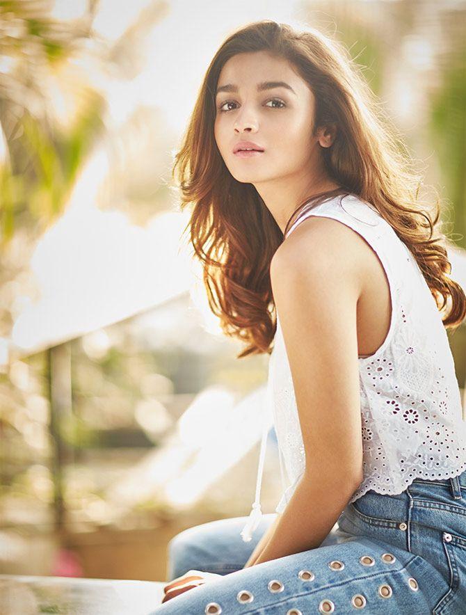 Alia Bhatt posing for the camera. #Bollywood #Fashion #Style #Beauty #Hot