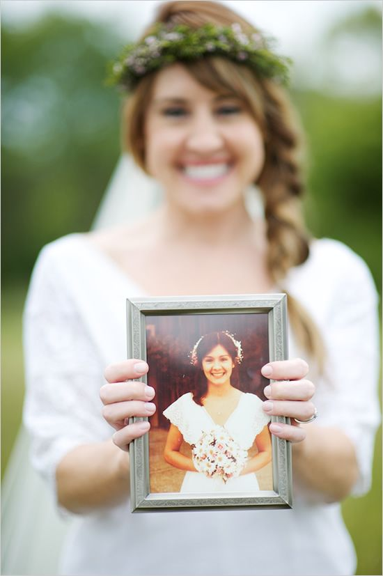 Bride holding her mom's wedding day photo