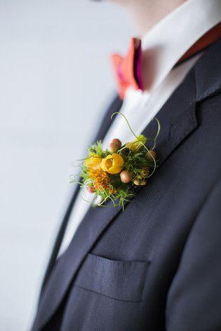 noni- selbstbinder Fliege in orange pink mit passender Boutonniere für den Bräutigam, passend zum Hochzeitskleid der Braut (www.noni-mode.de - Foto: Hanna Witte, Violeta Pelivan, Le Hai Linh)