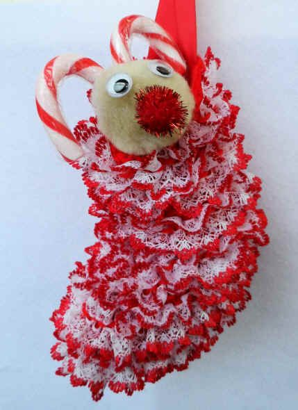 Christmas Crafts : Christmas Stocking Pattern made with knitting eyelet lace ...
