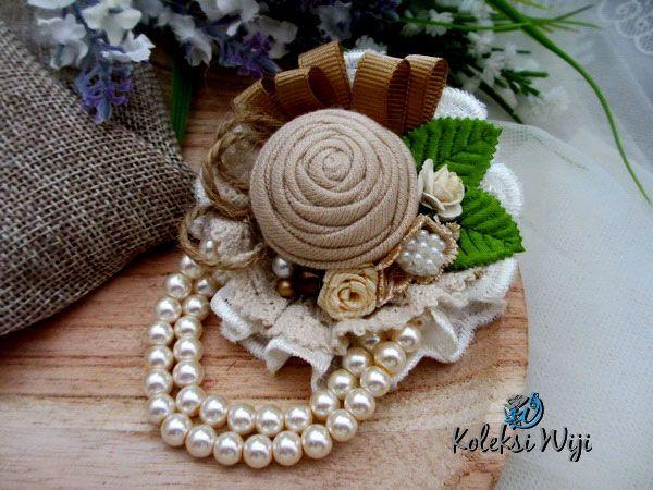 http://koleksiwiji.com/product/rosa-indah Rosa Indah Size : 7 x 10 cm Colours : coklat muda Materials : T-shirt flowers, lace,ribbon and beads.  bros bunga, bros cantik, bros hijab, bros kain, Bros korsase, koleksiwiji, pins bros -  - #BrosBunga, #BrosCantik, #BrosHijab, #BrosKain, #BrosKorsase, #Koleksiwiji, #PinsBros -