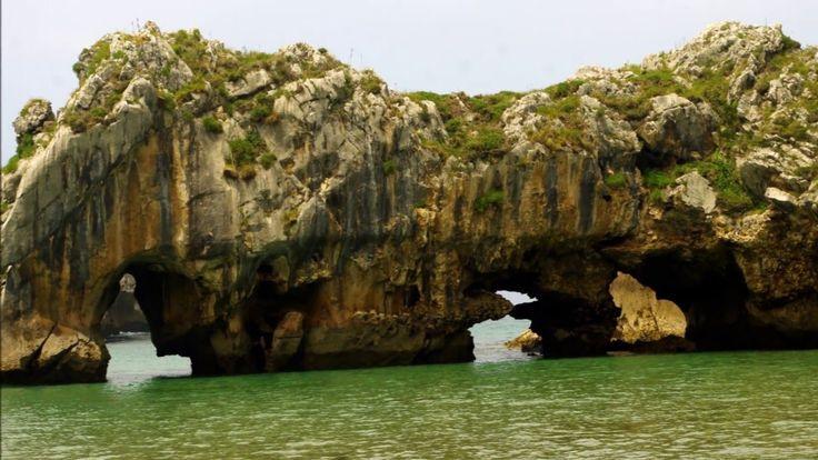 Fotos de: Asturias - Playa de las Cuevas del Mar - Llanes