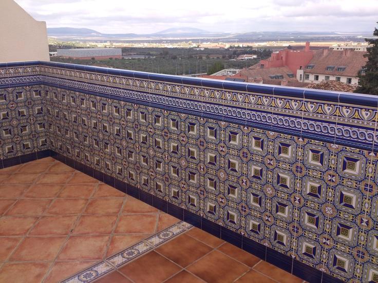 Terraza con zocalo sevillano corbasur pinterest - Azulejos de terraza ...