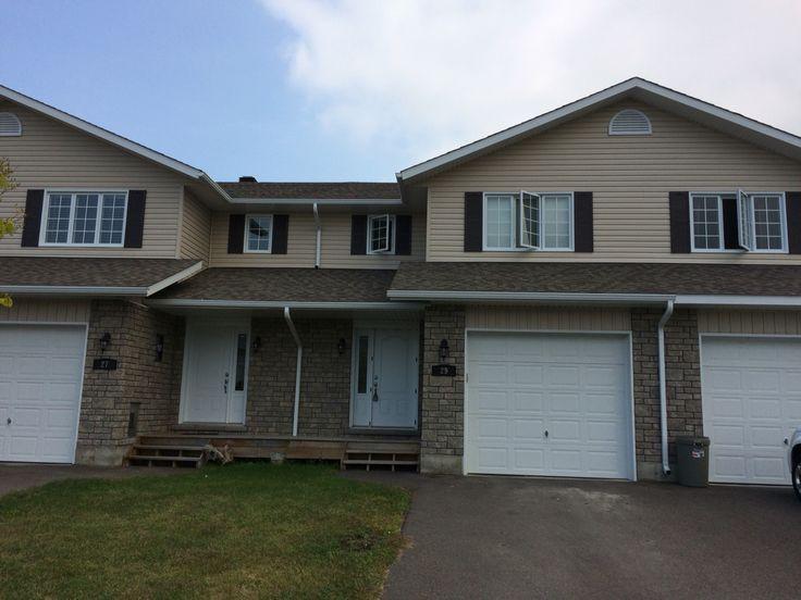 Town house for sale Winston Ave Petawawa Ontario. $243,000