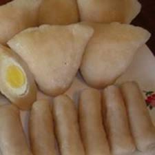 KULINER,korantangsel.com-Mungkin sejumlah orang banyak ada yang belum mengetahui sejarah makanan khas Palembang, yaitu Pempek. Dibalik kegurihannya tersimpan sejarah yang unik.Menurut sejarahnya, pempek telah ada di Palembang sejak masuknya perantau Cina ke Palembang,