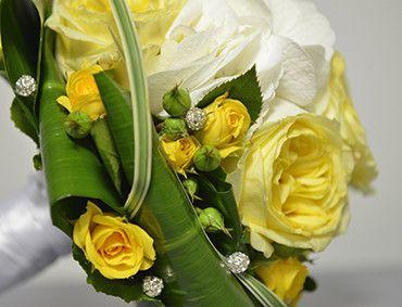 Dettaglio Swarowski del Bouquet di fiori gialli