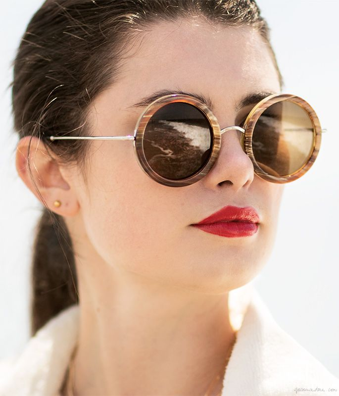Round sunglasses, red lips, ponytail / Garance Doré
