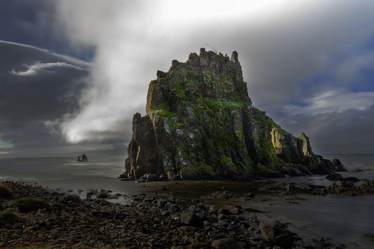 ánastaðastapi - Ánastaðastapi rock, the coast of the Vatnsnes Peninsula in northern Iceland