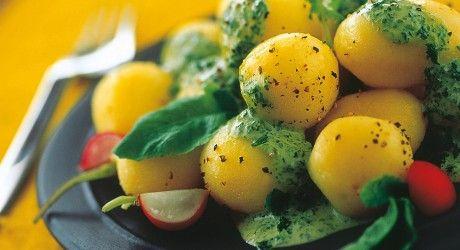 Patate novelle con maionese piccante alle foglie di ravanello | Ricette