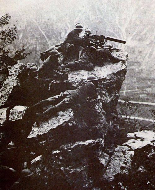 Italian soldiers on Monte Grappa with Fiat M1914 machine gun
