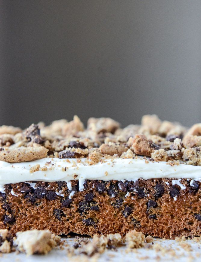 chocolate chip cookie crunch cake with brown butter cream cheese icing I howsweeteats.com