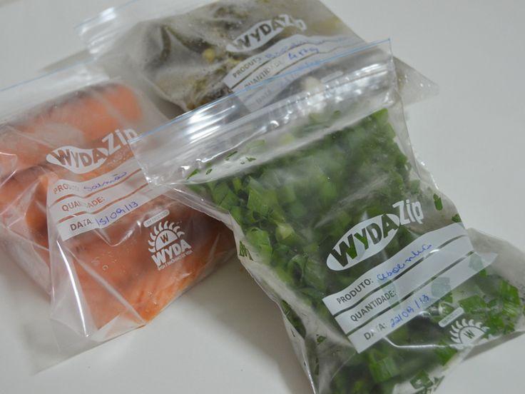 Congelamento já faz parte da minha vida desde muito antes de iniciar a minha reeducação alimentar, mas ter alimentos saudáveis congelados é uma dica ótima pra evitar a sabotagem nos dias de preguiç...