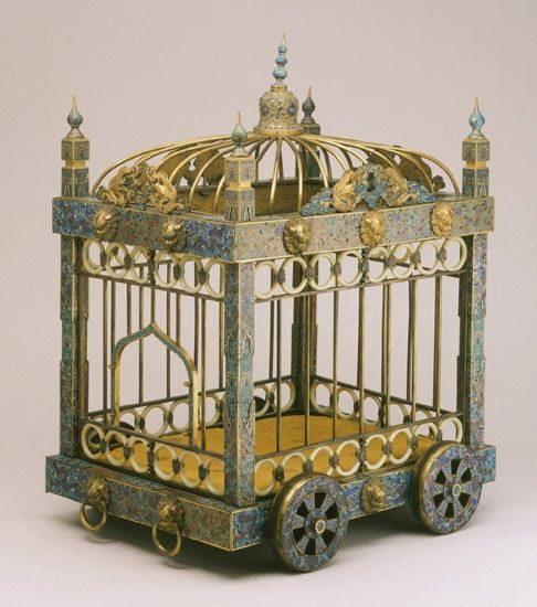 18th century dog kennel. Though this kennel is from Imperial Qianlong court, with the love of chinoiserie and with Chinese imports flooding the Continental market, it would not be unreasonable to think a wealthy family might have something similar for their favorite dog.