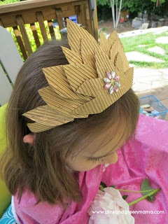 Pink and Green Mama: Recycled Crown Craft Inspired By Oz The Great And Powerful #DisneyOzMovie