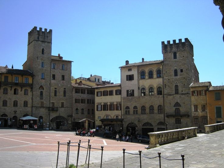Arezzo, Piazza Grande - the beautiful medieval tower houses that overlook the square