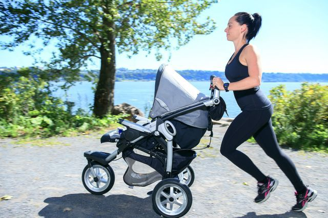 Activités extérieures à faire avec un bébé - cardio-poussette