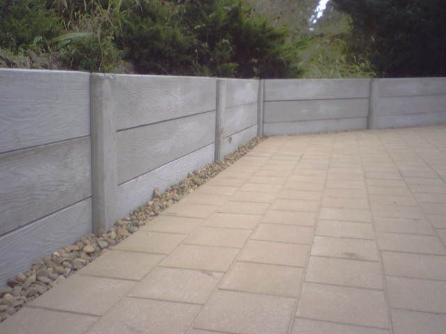 Great concrete retaining wall idea