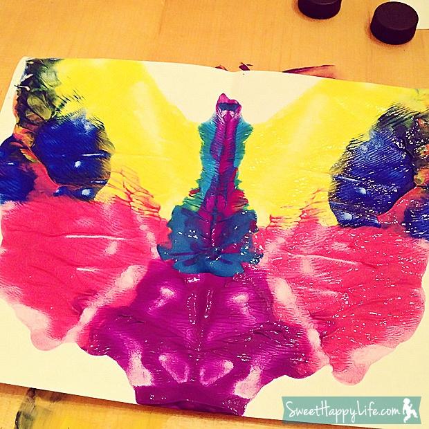 Preschool Valentine's Cards (Rorschach Painting) | Kids Art Projects