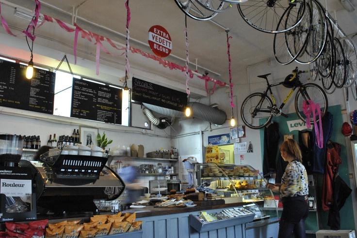 (c) Sean Comiskey  Look Mum No Hands Café, London.      http://www.huffingtonpost.es/guiomar-duarte/el-dia-en-que-conquistaremos-el-mundo-en-bici_b_1605553.html?utm_hp_ref=es-tendencias