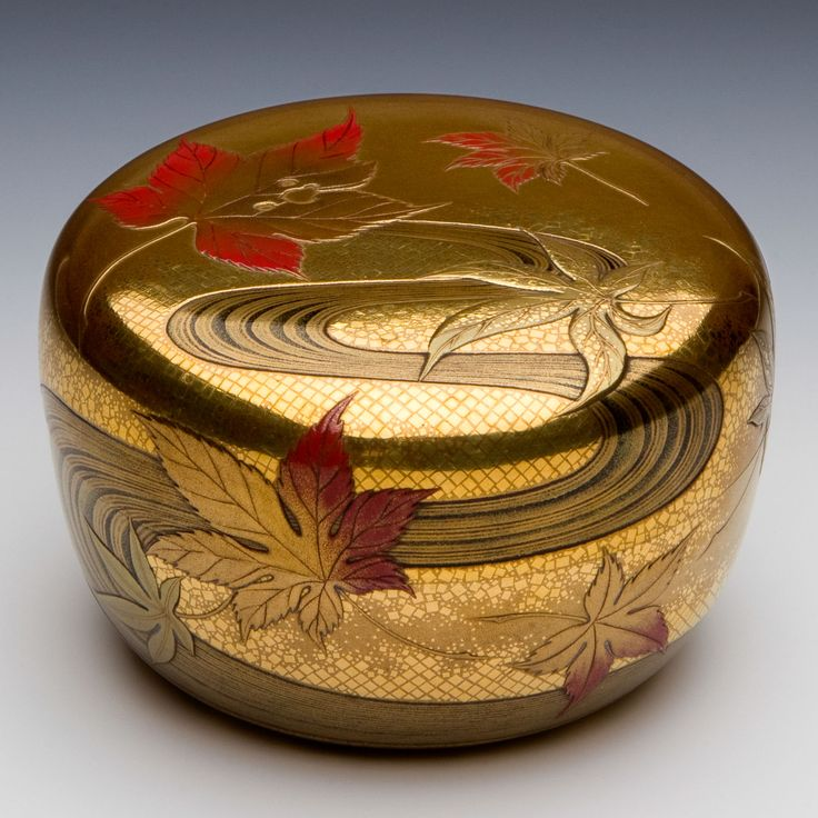 Wood with decoration in gold kinji, togidashi maki-e, hiramaki-e, takamaki-e, kinpun, and okibirame, and red lacquer on a black-lacquer ground; the interior with gold okibirame; the base with gold hirame