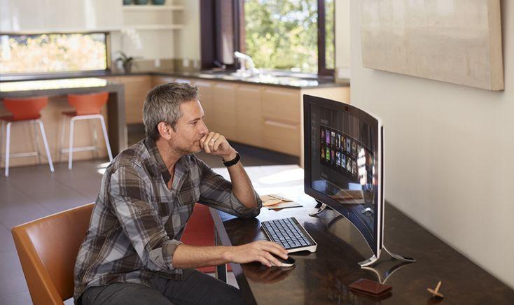 米ヒューレット・パッカード が一体型 PC「HP ENVY 34 Curved All-in-One」を発表しました。特徴は34インチの横長かつ湾曲したディスプレイ。HPは「世界で最もワイドなオールインワン PC」を謳います。