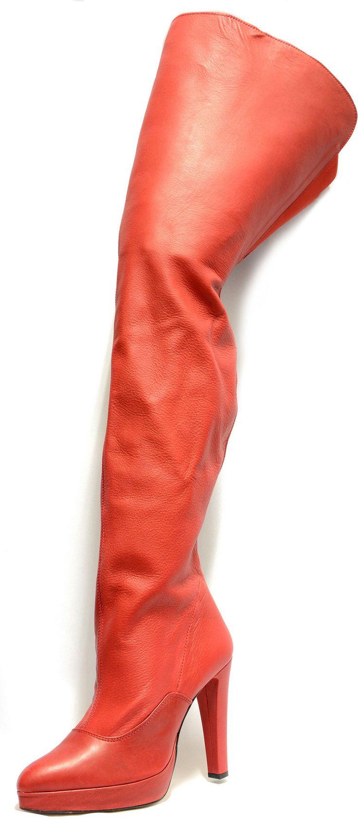 #Cuissarde haute sur la #cuisse, sexy et un zip qui fait toute la longueur de la #jambe. Spéciale et exclusive #chaussurefemme , #grandetaille, #grandepointure, #femme, #mode , #talonhaut, #talonaiguille, #gay, #travesti