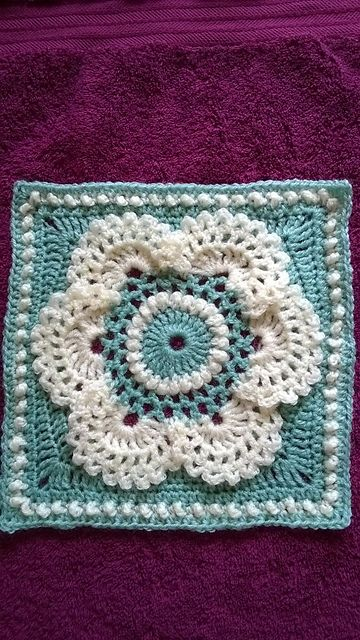 Free Crochet Patterns For Flower Squares : 1000+ images about Crochet - Squares - 12 inches on Pinterest
