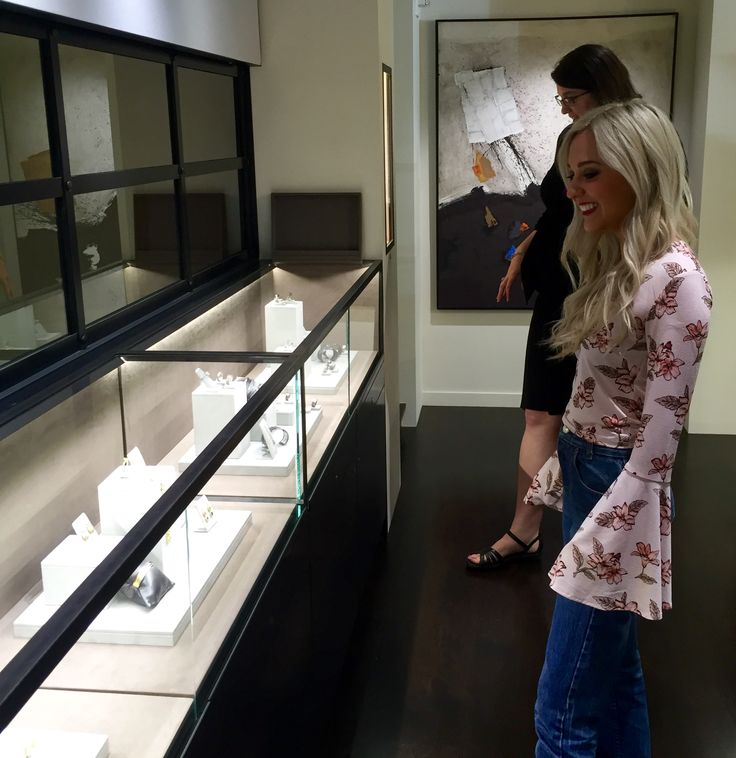 Gem Gossip stops by Fox's Seattle to view our new Todd Reed boutique!