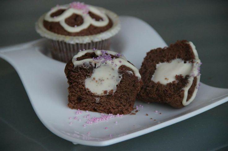 Schoko-Muffins mit cremig weißem Kern  Rezept eingesendet von: Katharina und Sahra   #Muffins #Schokolade