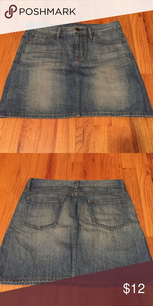"""Uniqlo Light Wash Denim Skirt This is a perfect denim skirt with no flaws.  I have worn them may be once.  The length comes to my mid-thighs and I'm 5'2"""" so I would say they are a mini skirt.  I really hate to give them away but they are a little big for me.  The denim has slight stretch.  I'm listing the same skirt in darker wash denim as well if you are interested. Uniqlo Skirts Mini"""