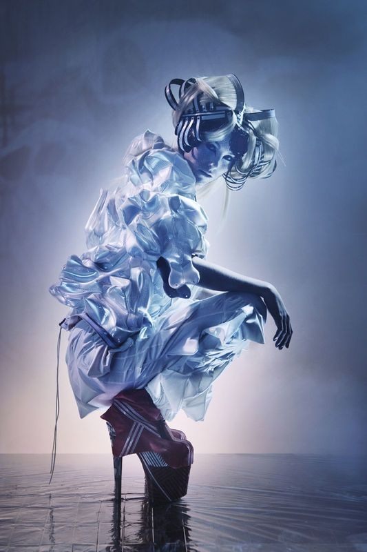 "Maartje Dijkstra ""Reflecthor"" _ in an exposition called ""Tech Couture"" at Museums Quartier in Vienna. Curated by Anouk Wipprecht. #futuristic #future #model #fashion #editorial #blue"