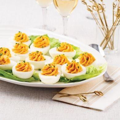 Perpétuez la tradition en servant des oeufs farcis au buffet de Noël. Un plat qui fait l'unanimité à tous coups!