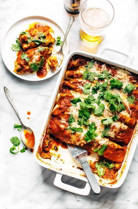 Chicken Quinoa Enchiladas - you won't believe how easy this recipe is! Comfort food meets REAL food with healthy, simple ingredients. 350 calories. | http://pinchofyum.com