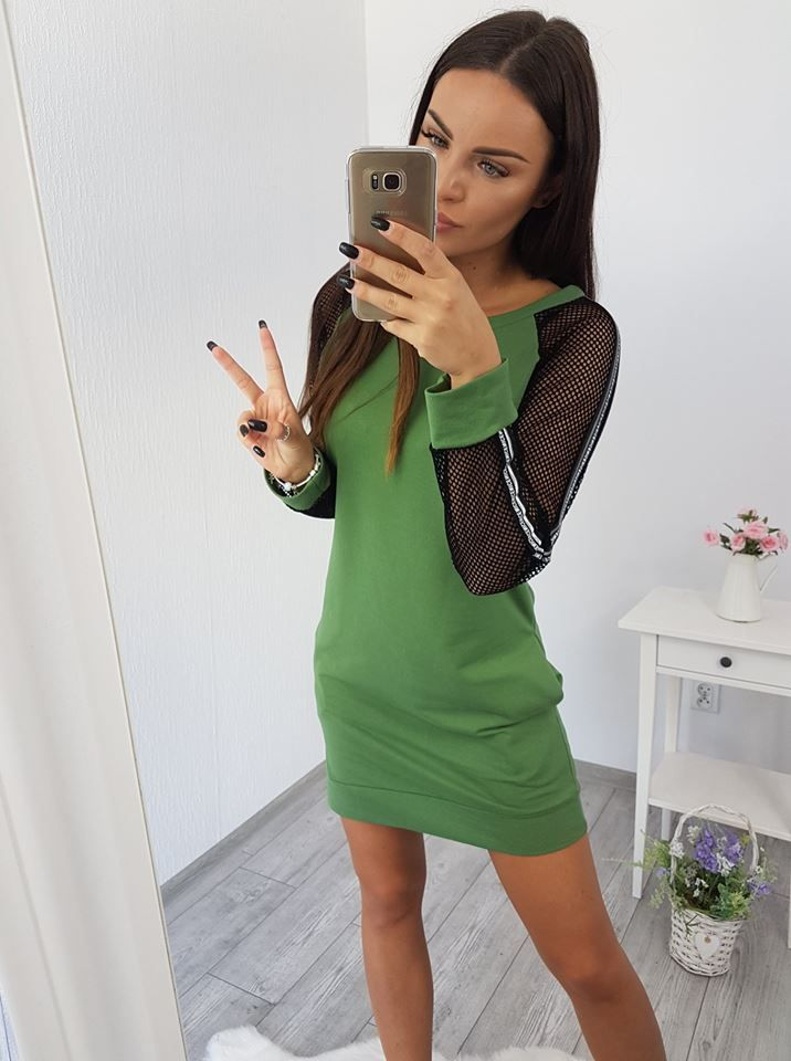 3d37391329e0 Krásne športové šaty s priesvitnou sieťkou na rukávoch. Veľkosti S M