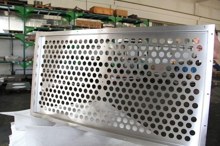 satinatura lamiere in acciaio inox, CMM taglio laser Mantova, lamiere in acciaio inox satinate dopo la lavorazione di taglio laser o punzonatura.