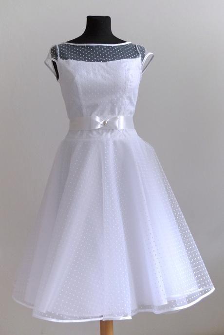 Krátké puntíkaté tylové šaty, 38