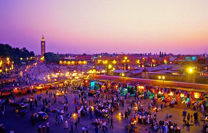 TOURISME – Destination toujours très attractive, à moins de 3h de vol de la France, Marrakech figure dans le Top 10 des destinations favorites des Français pour l'été 2017, selon l'analyse publiée par Trivago.com.La ville ocre se hisse à la 7ème position. Marrakech est devancée par New York, Londres, Paris, Lisbonne, Rome et Barcelone qui