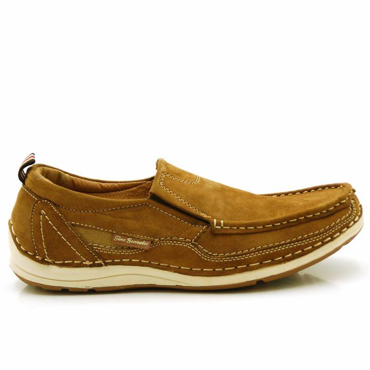 Zapatos hombre hecho en piel tipo mocasín con elásticos y corte cosido a suela de goma bicolor por 35,99€  http://www.tinogonzalez.com/comprar-zapatos-online-hombre-hombre/3552-zapatos-hombre-ernesto.html#/talla-40/gama-marron/color-taupe