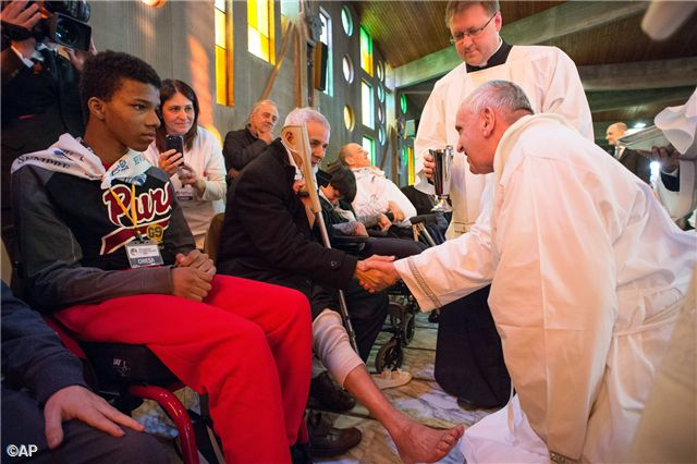 """Pape François - Pope Francis - Papa Francesco - Papa Francisco - 2014 : Pope Francis celebrated the """"In Coena Domini"""" Mass on Holy Thursday at the Don Carlo Gnocchi Foundation, with the people hosted in the center, with their families, the staff and managers."""