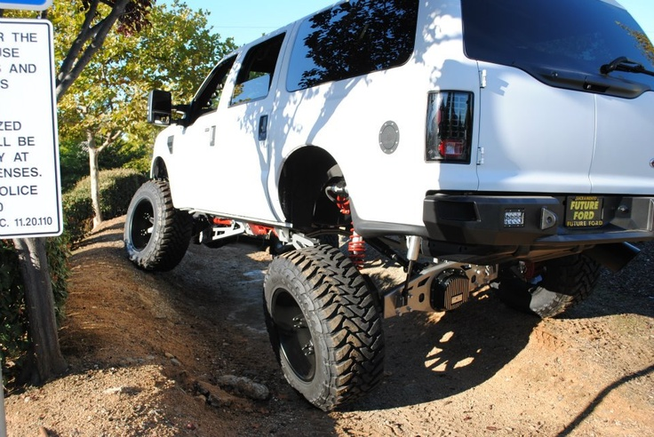 """Look at the shocks on this 2008 Ford Excursion   """"MKT customs"""" build"""