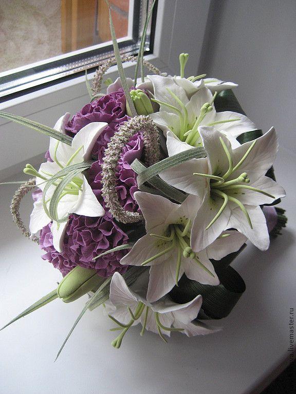 Купить Букет из белых лилий и сиреневых гвоздик - свадебный букет, букет невесты