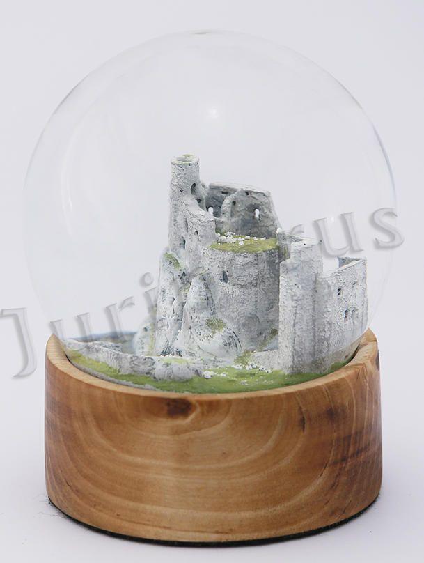 Szklana kula, zamek Mirów