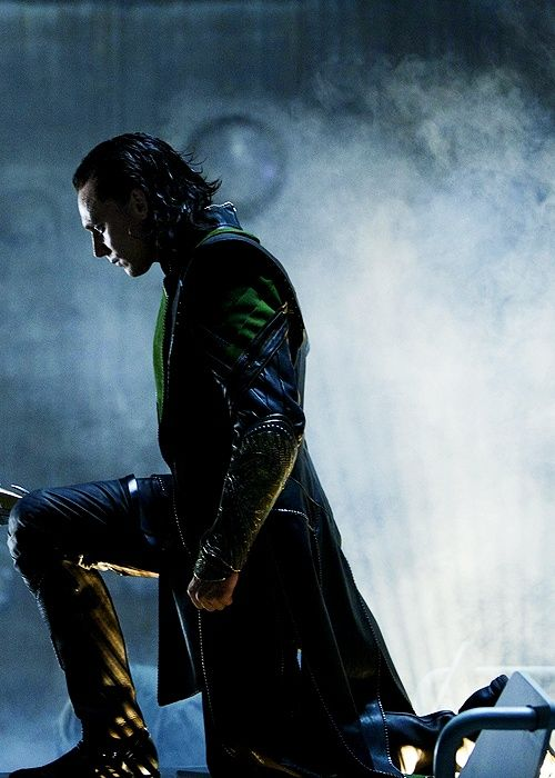 Loki, like Mycroft, knows how to make a powerful entrance. Scepter/umbrella.... Dark, cavernous spaces.... Excellent lighting....